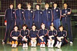 Drużyna siatkarek 1981 rok. Fot. P. Krassowski, S. Momot, pocztówka kolekcjonerska z 1981 roku.
